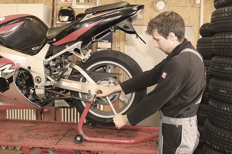 Leistungen Motorrad Reifenmontage